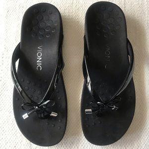 VIONIC 8 black sandals